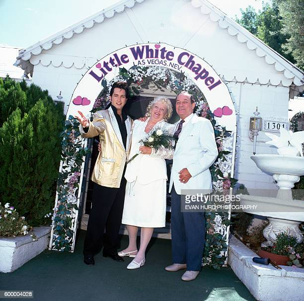 Couple marries with an Elvis Presley impersonator in Las Vegas' Little White Chapel