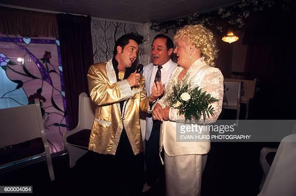 Couple marries with an Elvis Presley impersonator in Las Vegas