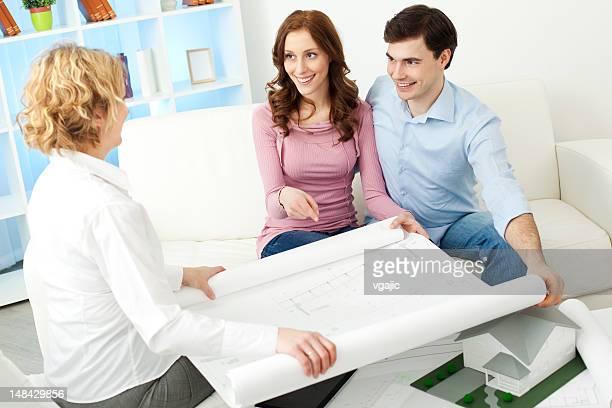 Paar treffen Architekt.