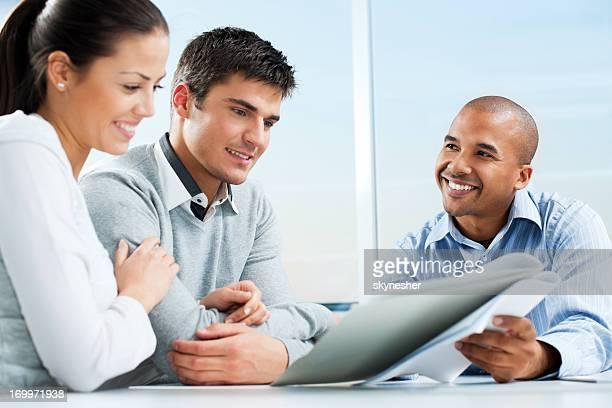 Par de reunión con el asesor financiero.