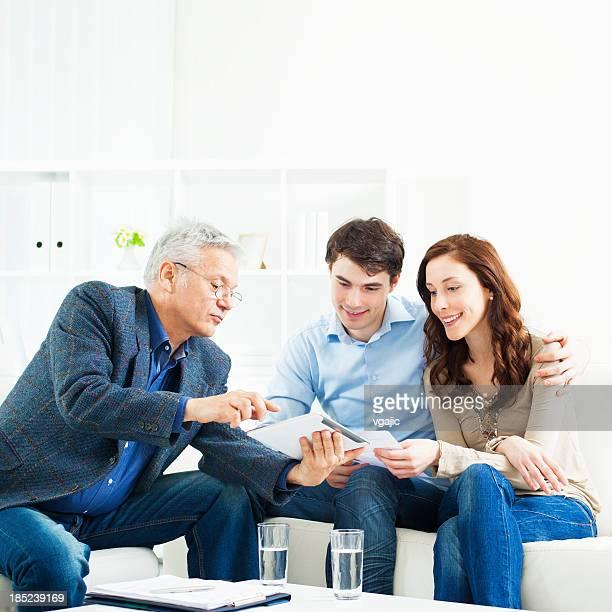 Paar Treffen mit Financial Advisor