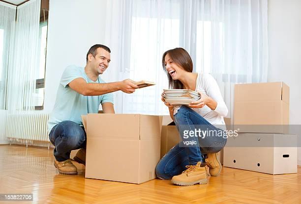 Couple se déplacer à nouveau house