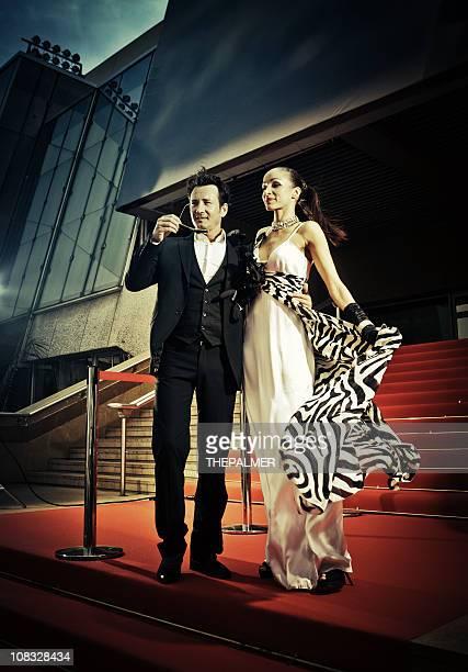 couple de célébrités dans le tapis rouge
