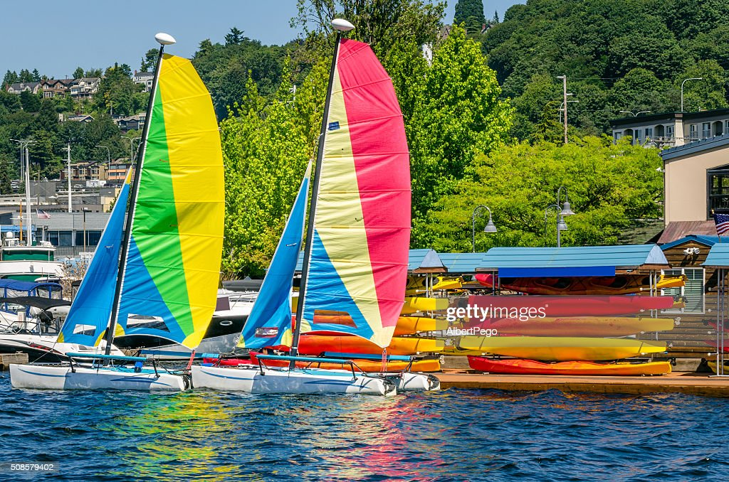 Paar bunten Segelboote : Stock-Foto