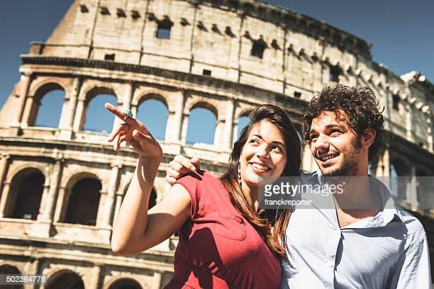 Coppia di turisti a Roma Godetevi la vacanza