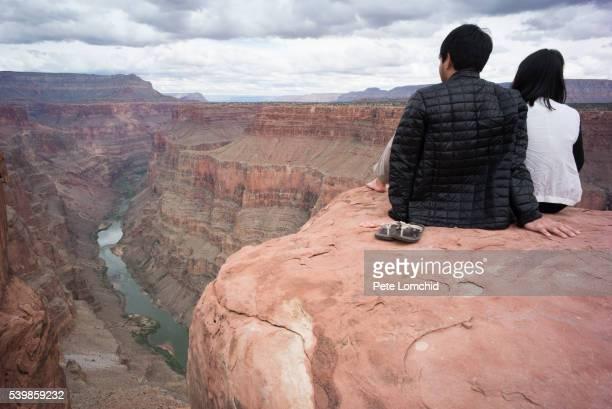 couple over the canyon edge