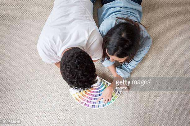 Couple, peinture de leur maison