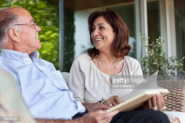 Paar Entspannen auf der Terrasse