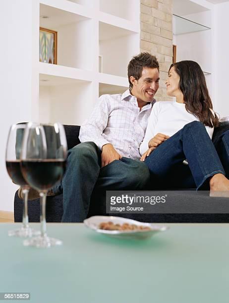 Paar entspannenden auf Couch