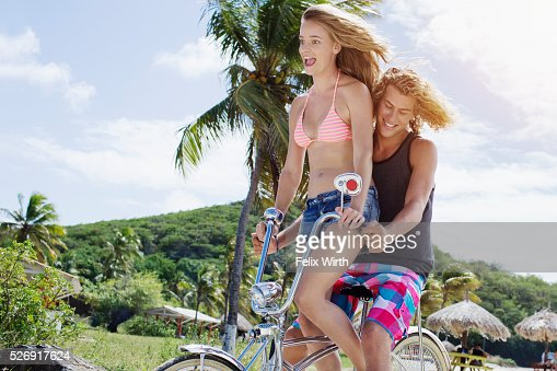 Couple riding bicycle on beach : Stockfoto