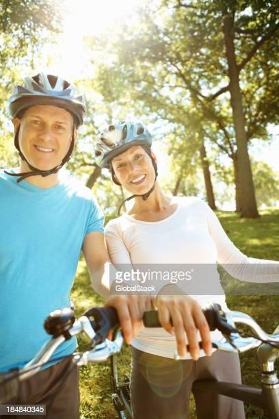 Paar Reiten Fahrrad