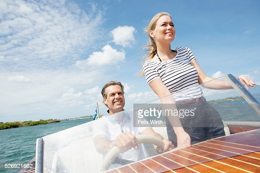 Couple riding speedboat : Stockfoto