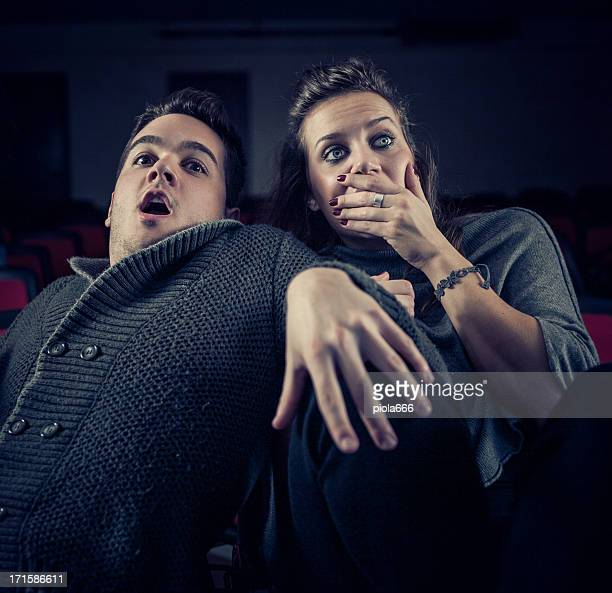 Casal assustado no cinema, assistir Filme de terror