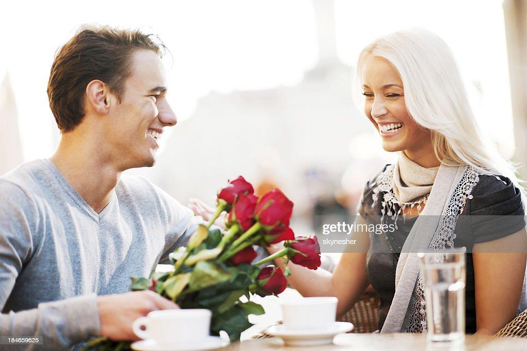 Paar, sitzen in einem Café am Valentinstag : Stock-Foto