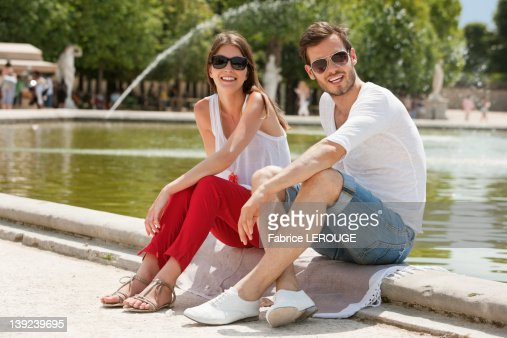 Couple sitting in a garden, Bassin octogonal, Jardin des Tuileries, Paris, Ile-de-France, France