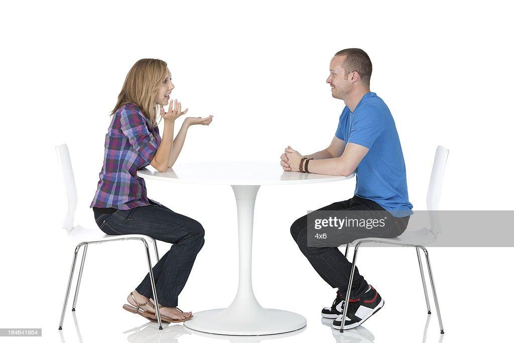 Paar sitzen in einem restaurant : Stock-Foto