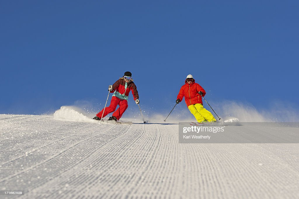 Couple snow skiing : Stock Photo