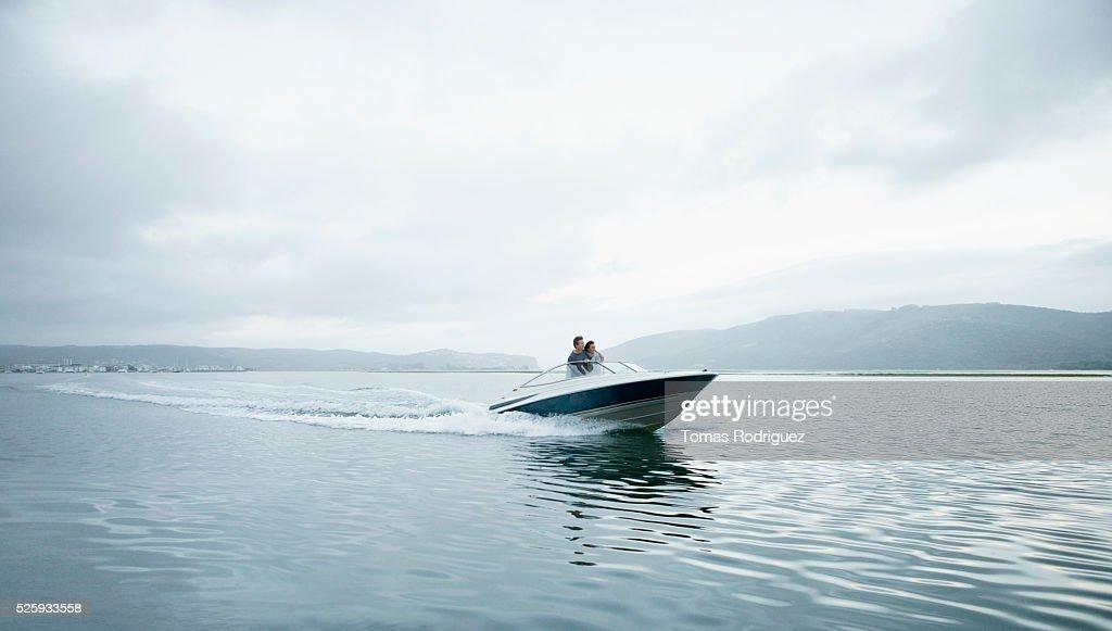 Couple speeding on motorboat : Foto de stock