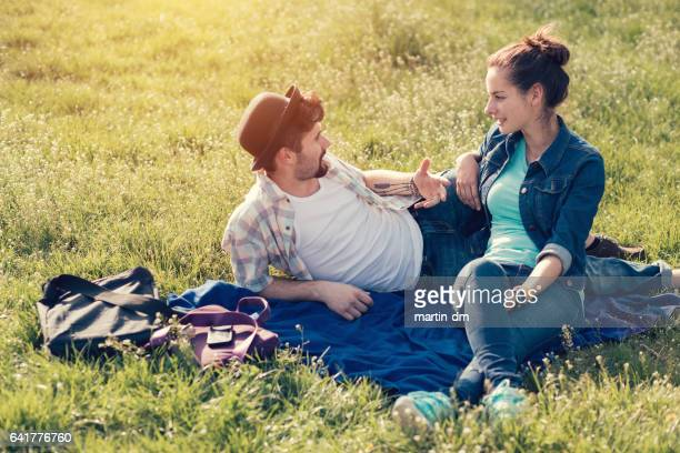 Paar, Zeit miteinander zu verbringen, im Stadtpark