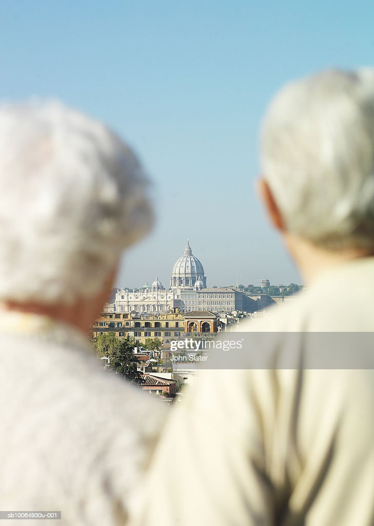 Couple standing, focus on st Peter's basilica in background : Stock Photo