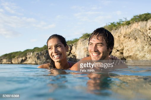 Couple swimming in sea : Stock-Foto