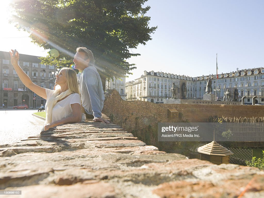 Couple take picture with cell phone, urban square : Stock Photo