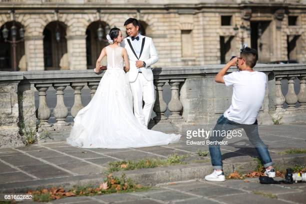 Couple takes wedding pictures at Place de la Concorde on September 10 2016 in Paris France All over the year couples come to take pictures in front...