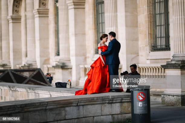 Couple takes wedding pictures at the Louvre on April 16 2016 in Paris France All over the year couples come to take pictures in front of famous Paris...