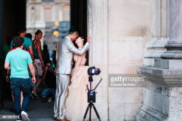 Couple takes wedding pictures at the Louvre on August 28 2016 in Paris France All over the year couples come to take pictures in front of famous...
