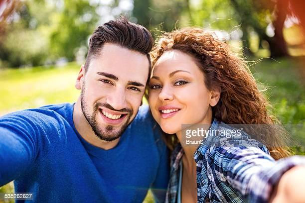 Paar, die ein selfie.