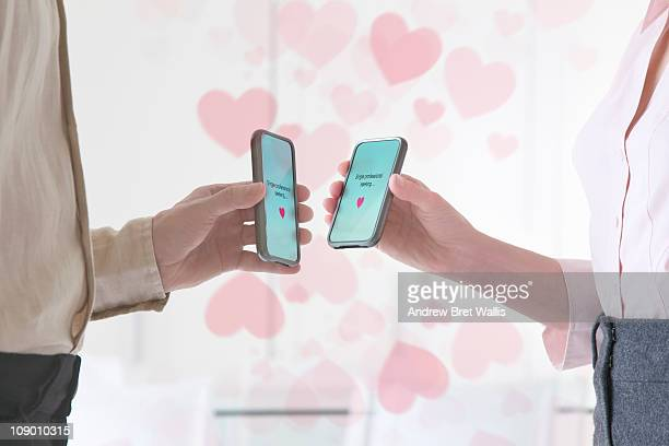 couple text dating on mobile devices