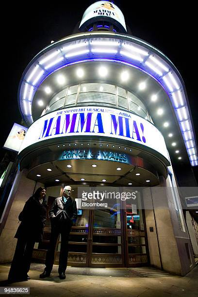 A couple wait outside the Prince of Wales theatre currently showing the musical 'Mamma Mia' in London UK on Monday Dec 22 2008 Despite a spate of...