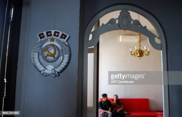 A couple waits to eat at the retroSoviet restaurant Nazdarovie in Havana on October 16 2017 With three decades of close alliance with the Soviet...