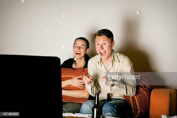 Paar vor dem Fernseher