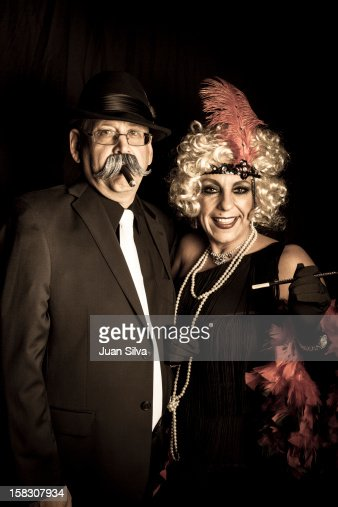 Couple wearing 1920s costumes in a party : Foto stock