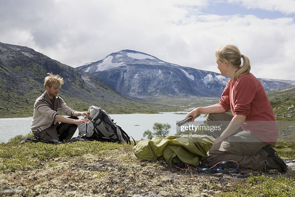 Couple wildcamping, setting up camp : Stock Photo