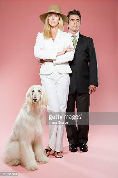 Couple avec un afghan hound