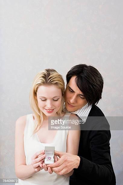 Couple avec Bague de fiançailles