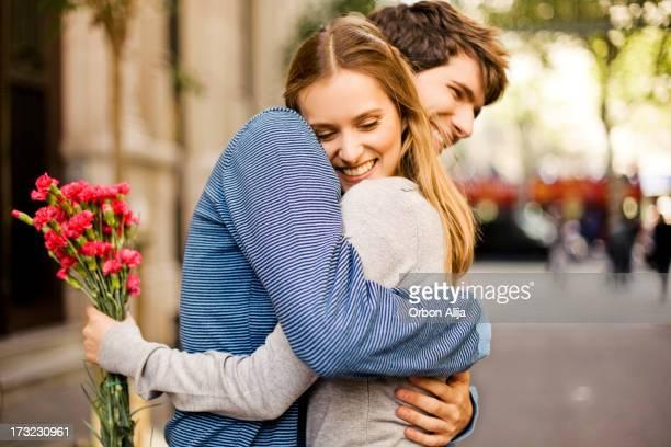 Casal com flores