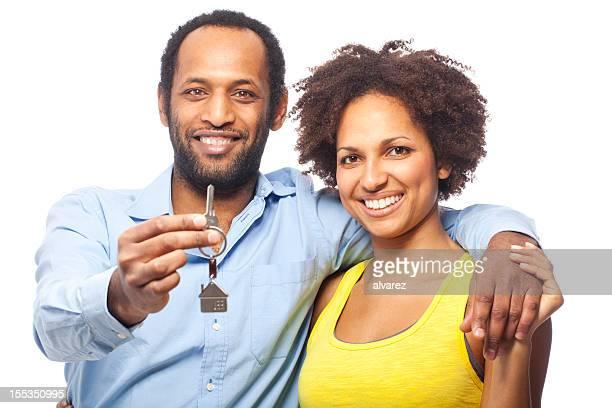 Paar mit Haus und Schlüssel