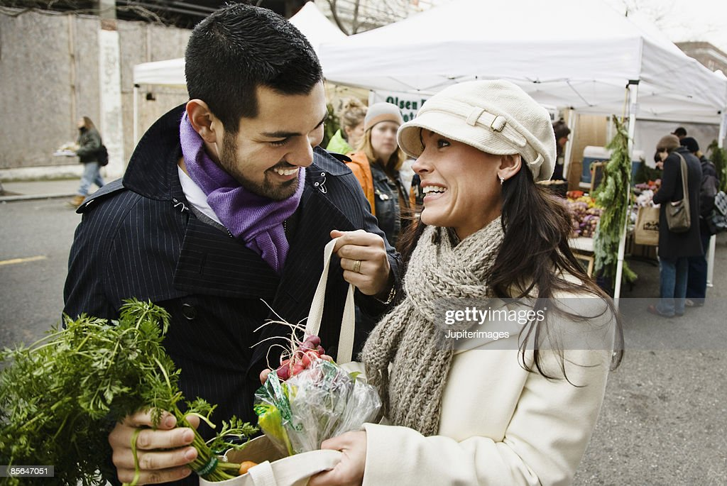 Couple with produce at farmer's market : Stock Photo