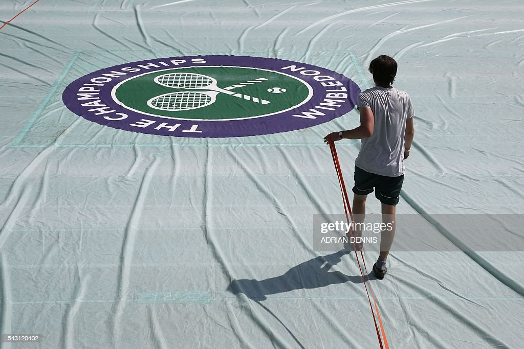A court attendant practices covering court number 10 at The All England Tennis Club in Wimbledon, southwest London, on June 26, 2016, on the eve of the start of the 2016 Wimbledon Championships tennis tournament. / AFP / ADRIAN
