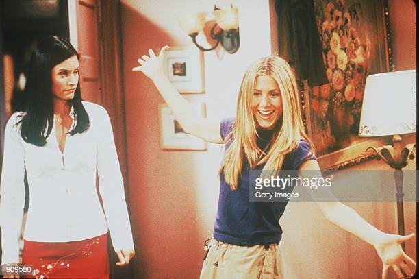 Courteney Cox and Jennifer Aniston star in Friends year VI Photo NBC