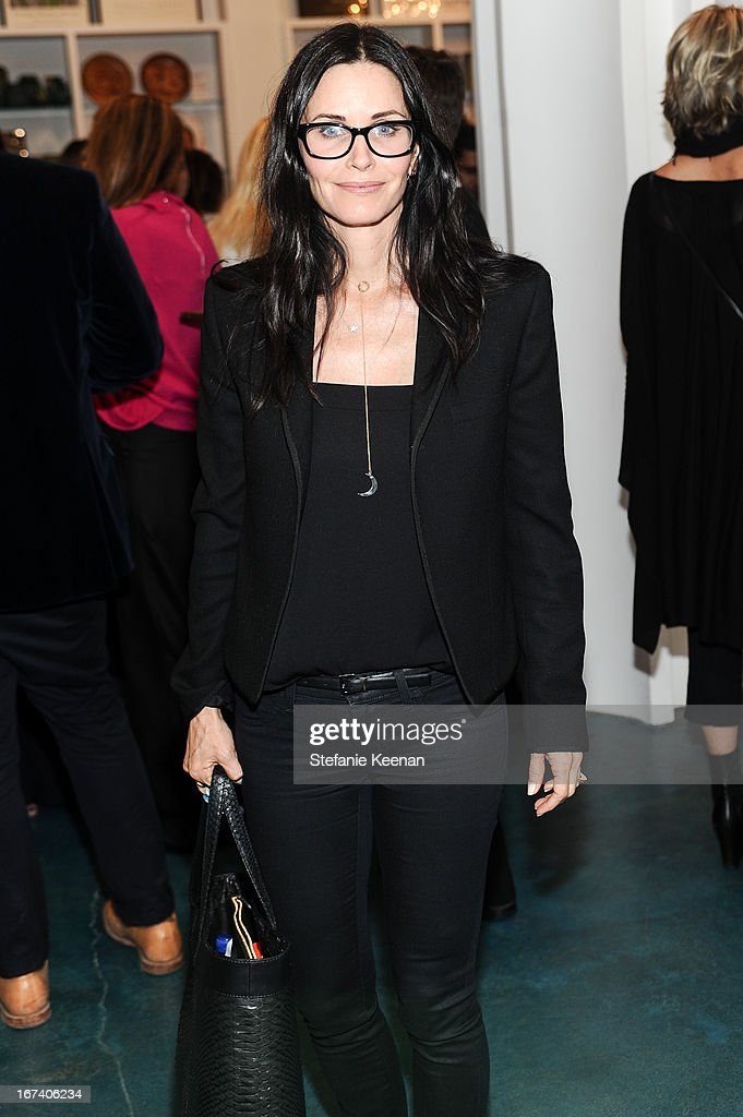 <a gi-track='captionPersonalityLinkClicked' href=/galleries/search?phrase=Courteney+Cox&family=editorial&specificpeople=203101 ng-click='$event.stopPropagation()'>Courteney Cox</a> attends Director's Circle Celebrates Wear LACMA, Sponsored By NET-A-PORTER And W at LACMA on April 24, 2013 in Los Angeles, California.
