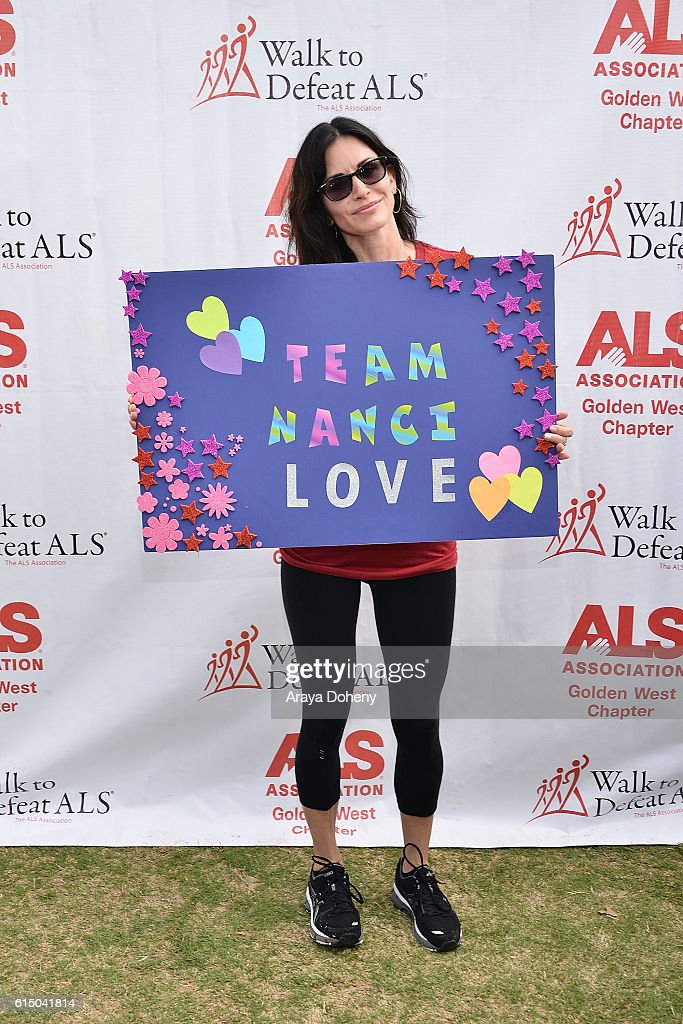 Courteney Cox attends the The ALS Association Golden West Chapter Los Angeles County Walk To Defeat ALS at Exposition Park on October 16, 2016 in Los Angeles, California.