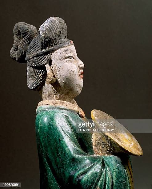 Courtesan carrying a plate glazed terracotta statue height 43 cm China Detail Chinese Civilisation Ming dynasty 14th17th century
