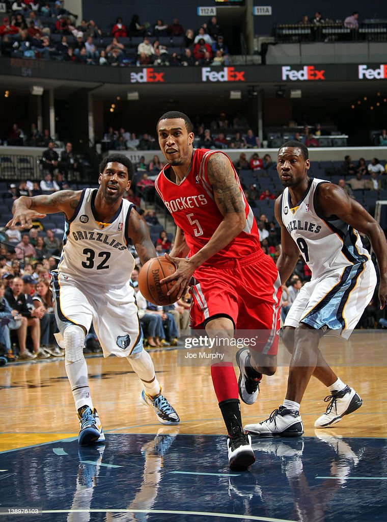 <a gi-track='captionPersonalityLinkClicked' href=/galleries/search?phrase=Courtney+Lee&family=editorial&specificpeople=730223 ng-click='$event.stopPropagation()'>Courtney Lee</a> #5 of the Houston Rockets drives between <a gi-track='captionPersonalityLinkClicked' href=/galleries/search?phrase=O.J.+Mayo&family=editorial&specificpeople=2351505 ng-click='$event.stopPropagation()'>O.J. Mayo</a> #32 and <a gi-track='captionPersonalityLinkClicked' href=/galleries/search?phrase=Tony+Allen+-+Basketball+Player&family=editorial&specificpeople=201665 ng-click='$event.stopPropagation()'>Tony Allen</a> #9 of the Memphis Grizzlies on February 14, 2012 at FedExForum in Memphis, Tennessee.