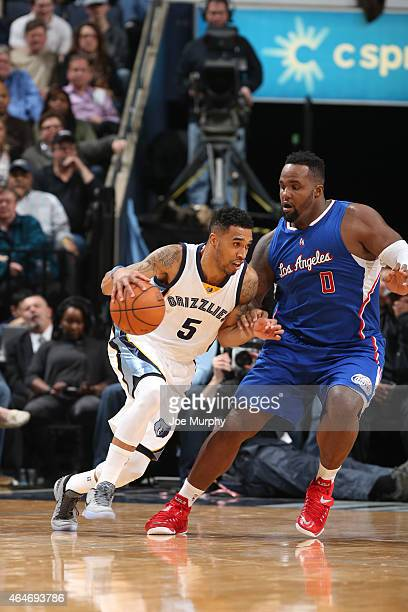 Courtney Lee of the Memphis Grizzlies drives to the basket against Glen Davis of the Los Angeles Clippers on February 27 2015 at the FedExForum in...