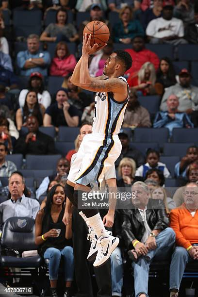 Courtney Lee of the Memphis Grizzlies goes to the basket against the Miami Heat on October 24 2014 at FedExForum in Memphis Tennessee NOTE TO USER...