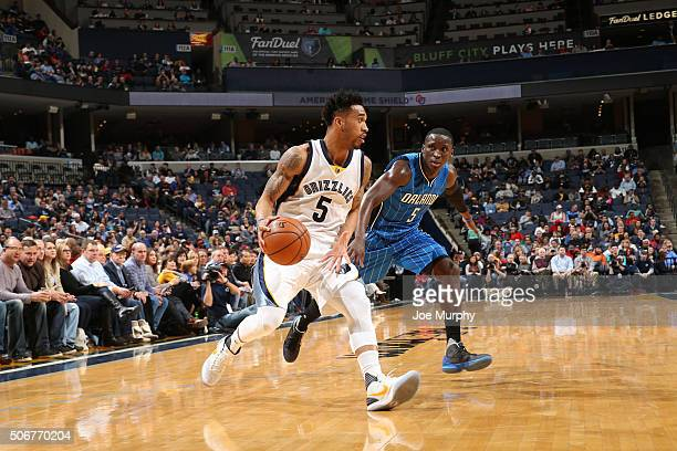 Courtney Lee of the Memphis Grizzlies handles the ball against the Orlando Magicon January 25 2016 in Memphis Tennessee NOTE TO USER User expressly...
